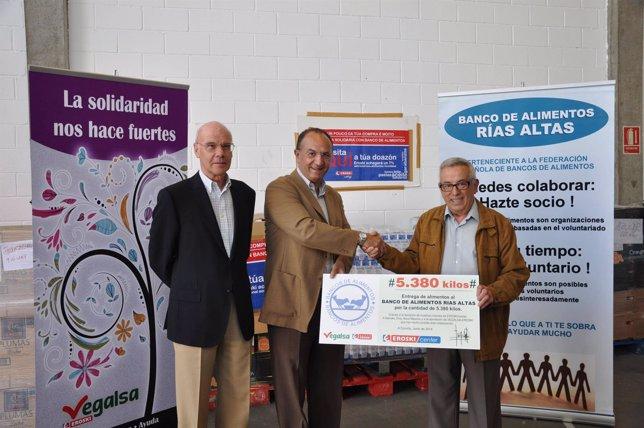 Donación de Vegalsa-Eroski al Banco Alimentos A Coruña