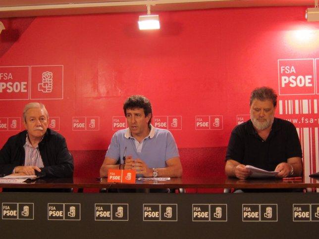 Justo Rodríguez Braga (UGT), Jesús Gutiérrez (FSA-PSOE) y Gilberto García (CCOO)