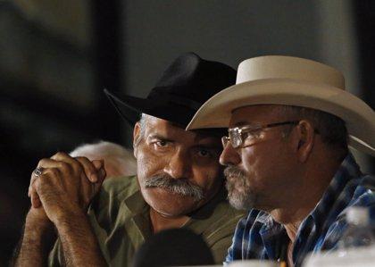 Acusan de posesión de drogas a Mireles, líder de las autodefensas de Michoacán