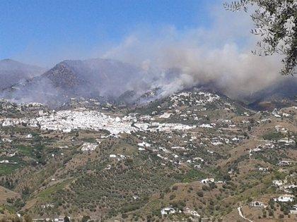 Controlado el incendio forestal en Cómpeta tras arrasar 200 hectáreas