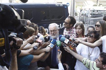 """Cañete dice que """"probablemente"""" ningún eurodiputado sabía de la SICAV y que él de gestión de fondos no tiene """"ni idea"""""""