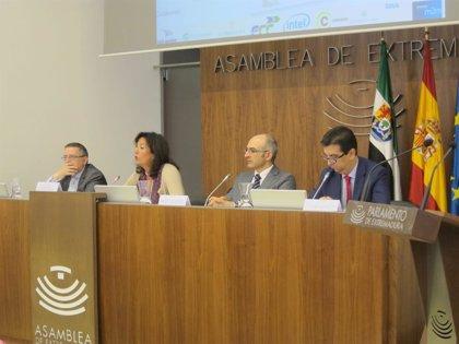 Una veintena de personas asiste en Mérida a un curso sobre oportunidades de las ciudades inteligentes para la sociedad
