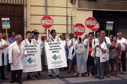 """Farmacéuticos protestan en Castellón por el """"enésimo incumplimiento"""" del Consell en materia de pagos"""