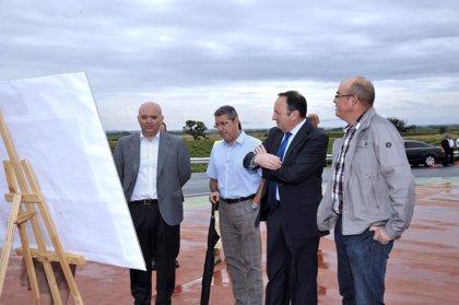 La nueva rotonda en el cruce de la LR-202 y LR-209 en Sajazarra aumenta la seguridad vial con una inversión de 600.000€