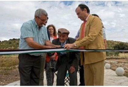 Peraleda de San Román (Cáceres) estrena un puente sobre el arroyo Gualija y un centro social integrado