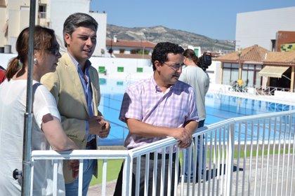 La Diputación hace entrega de la obra realizada en la piscina pública de Baena