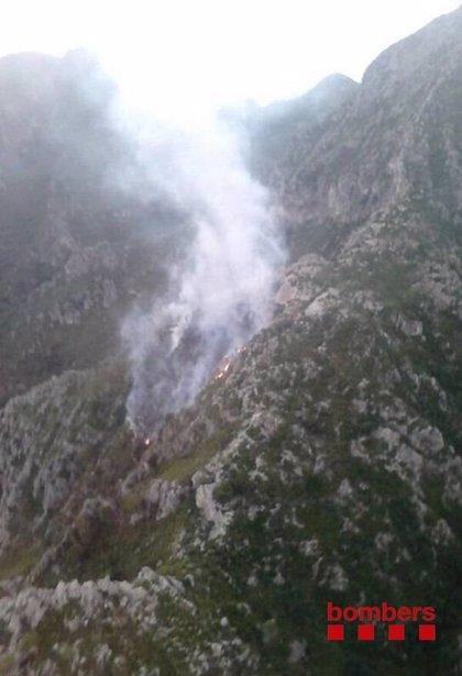 Los Bomberos siguen trabajando en los incendios forestales de Tivissa y Tivenys
