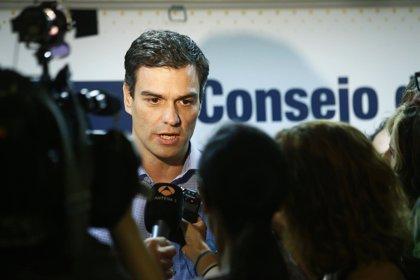 """Pedro Sánchez avisa al Gobierno que no puede """"caer en la autocomplacencia"""" porque hay """"muchísima precariedad"""""""