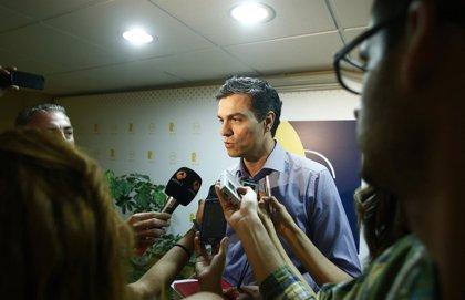 """Pedro Sánchez dice que la regeneración democrática vendrá con """"la jubilación democrática"""" de Rajoy"""
