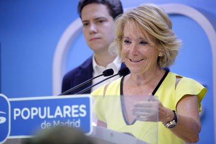 """Aguirre no ve """"diferencias"""" entre los candidatos socialistas a dirigir el PSOE y bromea diciendo que uno es """"guapísimo"""""""
