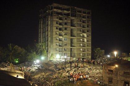 Asciende a 47 el número de fallecidos por el derrumbe de un edificio en India