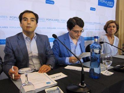 El alcalde insta a la Junta a promover vuelos regulares desde Córdoba, como hizo en otros aeropuertos