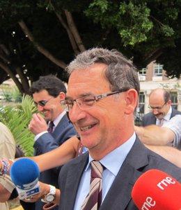 Mateo y Bascuñana a su salida del Palacio de Justicia de Murcia