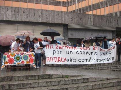 Trabajadores de Artiach se concentran para exigir un convenio justo, tras dos años y medio con salarios congelados