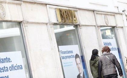 La banca en Galicia cerró 2013 con 47 oficinas y 44 empleados más, frente a los recortes en el conjunto del Estado