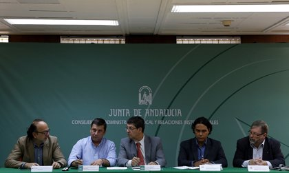 Valderas propone trabajar para dar un nuevo papel a las ciudades en el contexto de la actual fase política mundial