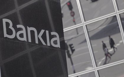 Economía.- Condenan a Bankia a devolver 16.138 euros a un cliente por sobreprecio en la venta de unas preferentes