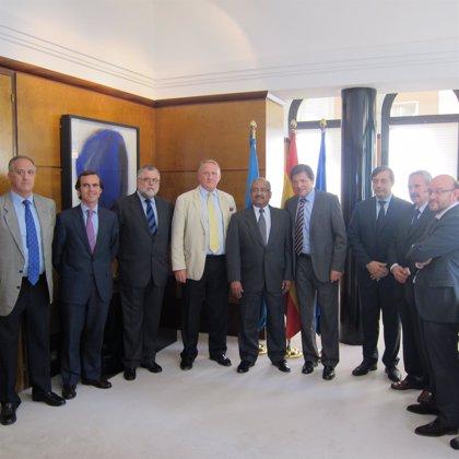 Fernández mantiene una reunión de cortesía con responsables de Tenneco