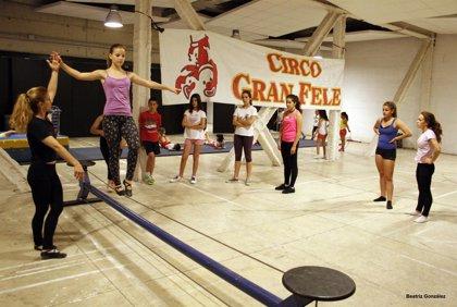 Circo Gran Fele ofrece cursos de verano de acrobacias y equilibrio para todas las edades