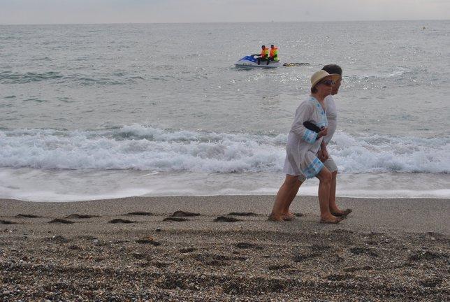 Turistas playa salvamento socorrismo verano ayuda turismo