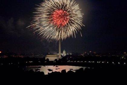 Actos conmemorativos y fuegos artificiales para celebrar el 4 de julio en EEUU