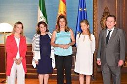 Susana Díaz, con los vocales del CGPJ y el consejero de Justicia