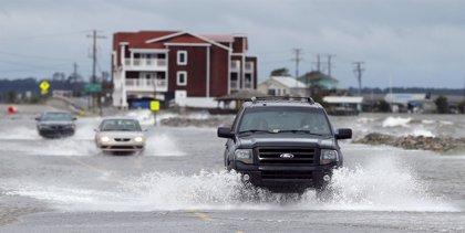 El huracán 'Arthur' se debilita tras tocar tierra en Carolina del Norte