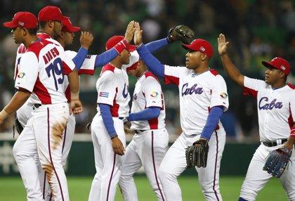 Peloteros cubanos se abren paso en Japón ante la mirada de EEUU