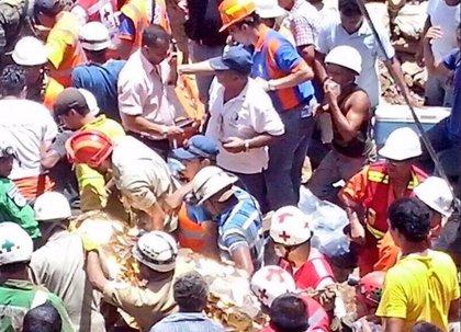 Rescatan a tres de los once mineros atrapados en Honduras