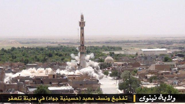 Destrucción de una mezquita en Mosul