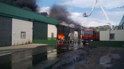 Un incendio afecta a un almacén de aceite vegetal en Plasencia (Cáceres) sin causar heridos