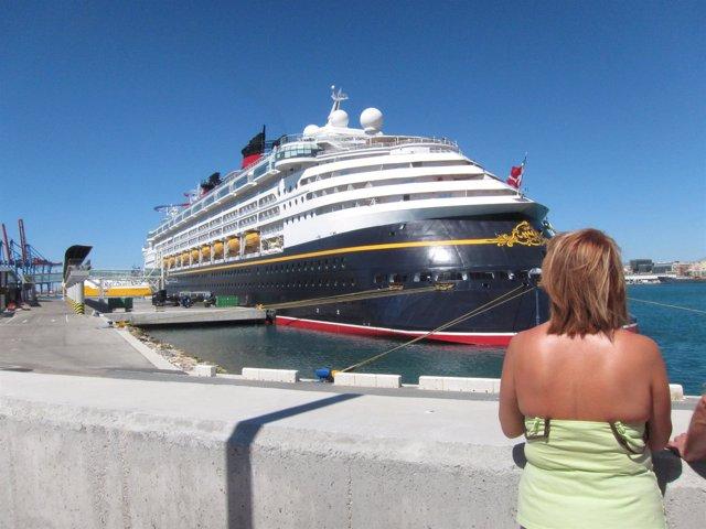 El buque disney Magic en málaga crucero barco turistas turismo viaje