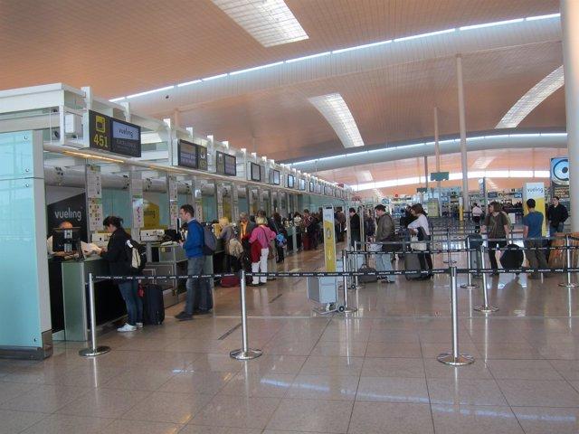 Mostradores Terminal T1 del Aeropuerto de El Prat (Archivo)