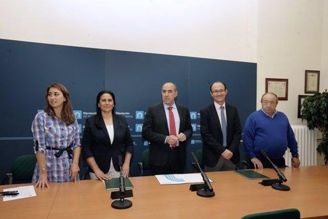 Hernández (D) con los alcaldes