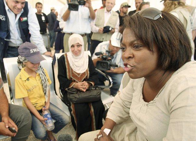 Ertharin Cousin en una visita al campo de refugiados de Zaatari