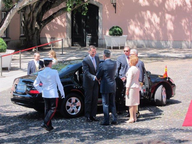 Los Reyes a su llegada al Palacio de Belem