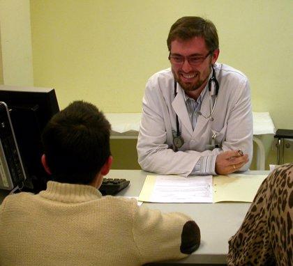 El 41,9% de los médicos empleados encuestados por la OMC no tienen plaza en propiedad y el 67,3% trabaja en el SNS