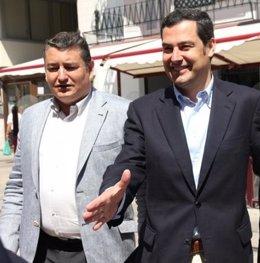 Antonio Sanz, junto a Juanma Moreno