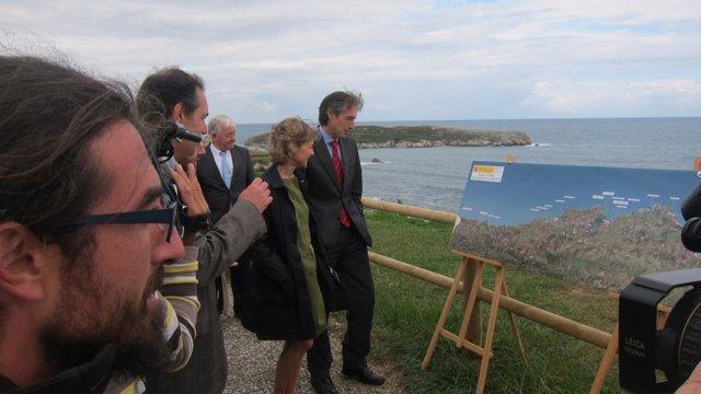 La ministra de Medio Ambiente en la senda costera