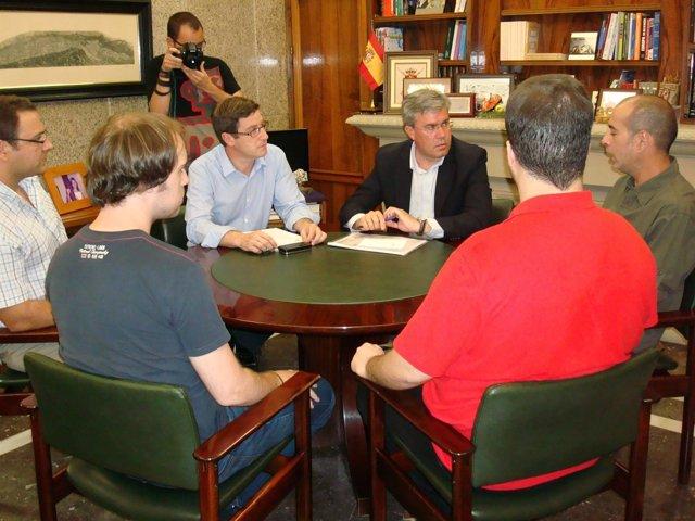 El alcalde de Jaén se reúne con el comité de empresa de Atento