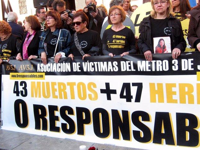 Concentración Asociación Víctimas del Metro 3 de Julio de Valencia