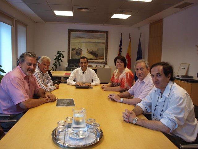 Pimeco y Afedeco con el conseller de Economía