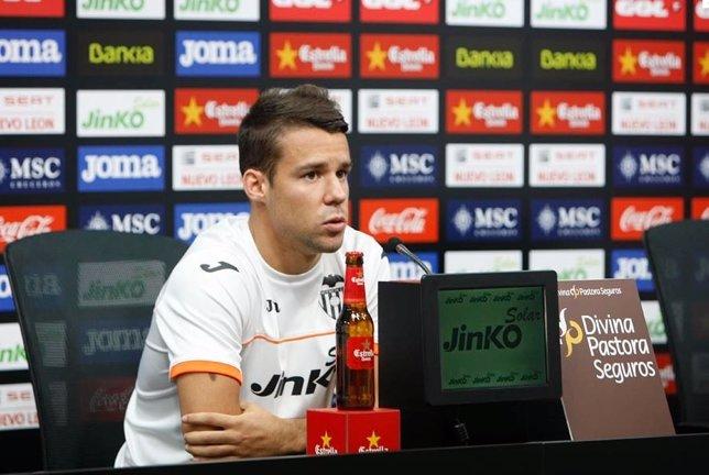 Bernat, jugador del Valencia en rueda de prensa