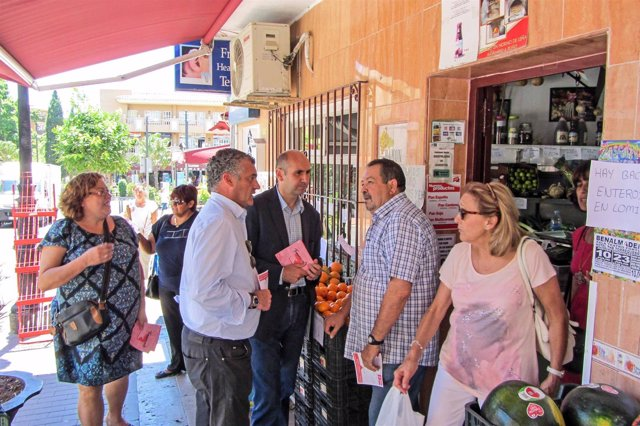 Francisco Conejo (PSOE) y Javier Carnero, en Benalmádena (Málaga)