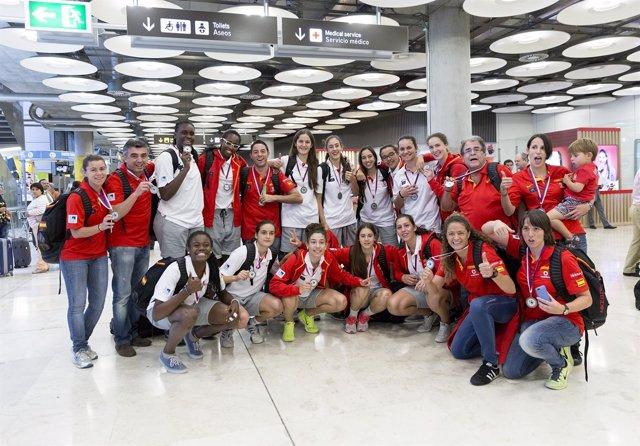 España, subcampeona del mundo sub-17 aterriza en Madrid