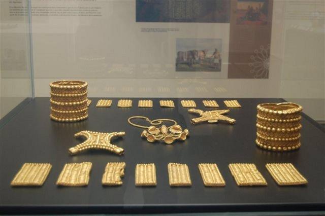 Tesoro del Carambolo expuesto en el Museo Arqueológico