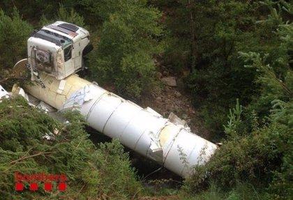 Activan la alerta por el accidente de un camión cargado de gas licuado