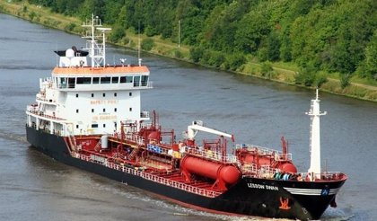 Transpiedra gestiona la retirada especial de residuos químicos de un buque el puerto de Algeciras