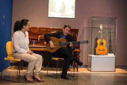 La Alhambra organiza visitas guiadas con música en vivo a la exposición de Ángel Barrios