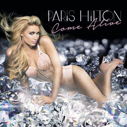 Paris Hilton se atraganta con el vocoder en su nuevo single